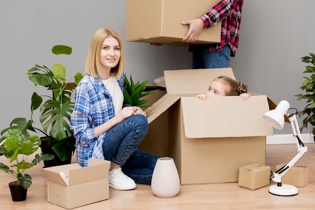 Семья переезжает в новый дом Бесплатные Фотографии