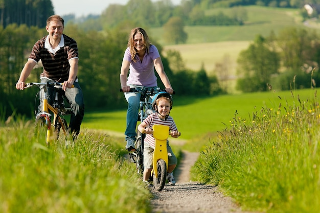 Family riding bicycles in summer Premium Photo
