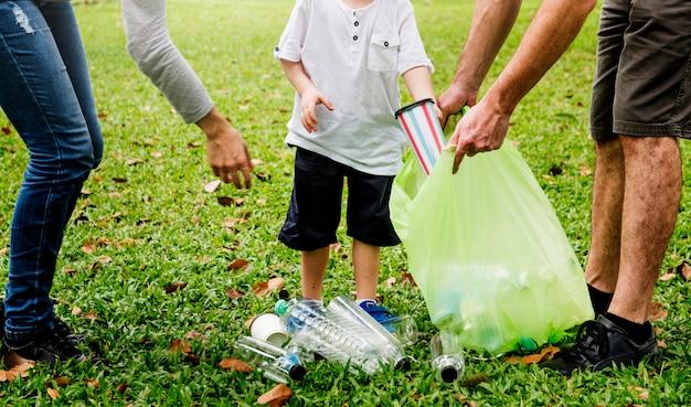 Family volunteer charity leisure activity Premium Photo