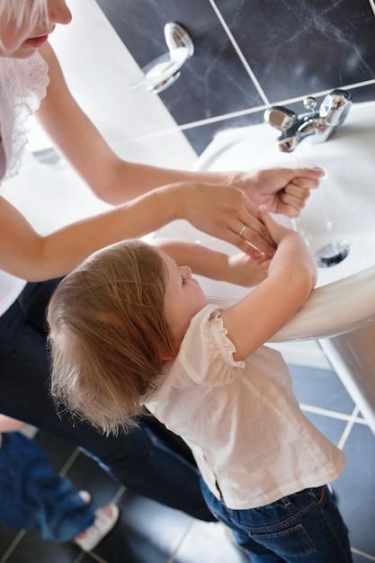 Family washing hands Premium Photo