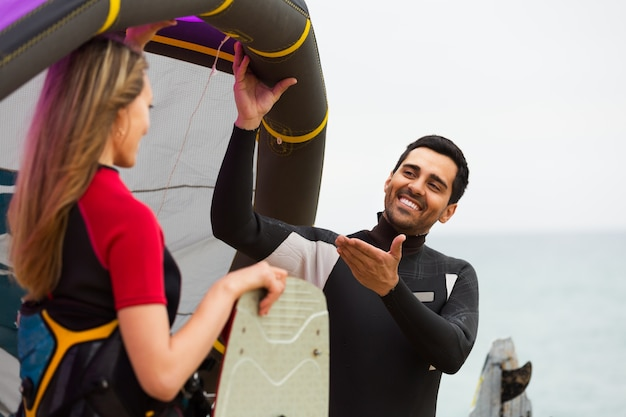 Family in wetsuits with surf boards Premium Photo