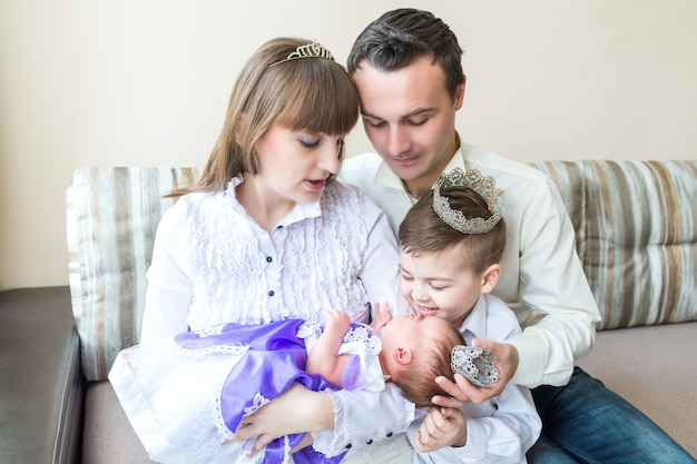Family with newborn baby Premium Photo