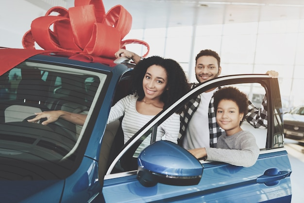 Family won car dad and son make gift for mom Premium Photo