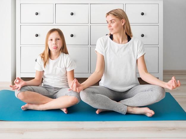 Время семейной йоги Бесплатные Фотографии