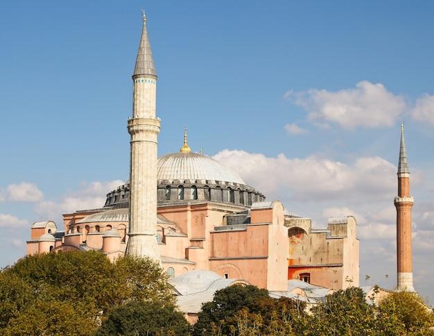 有名な歴史的なアヤソフィア正教会のキリスト教大聖堂 無料写真