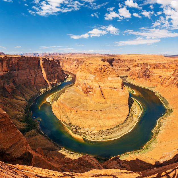 Famous horseshoe bend meander of colorado river in glen canyon Premium Photo