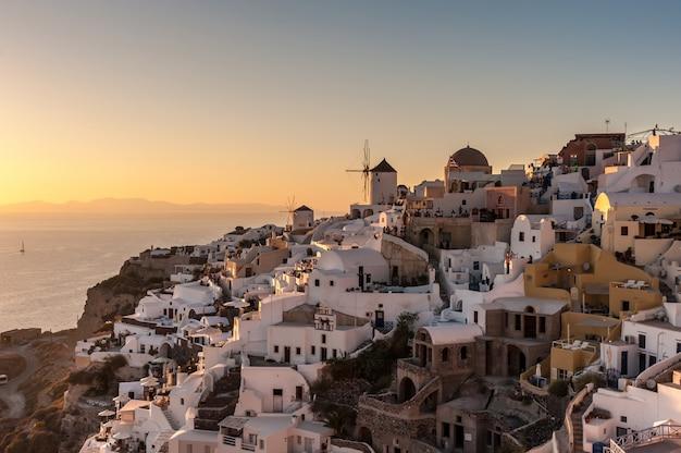 Famous sunset in oia Premium Photo