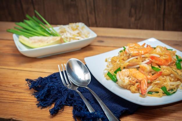 Famous thai food called pad thai on white plate Premium Photo