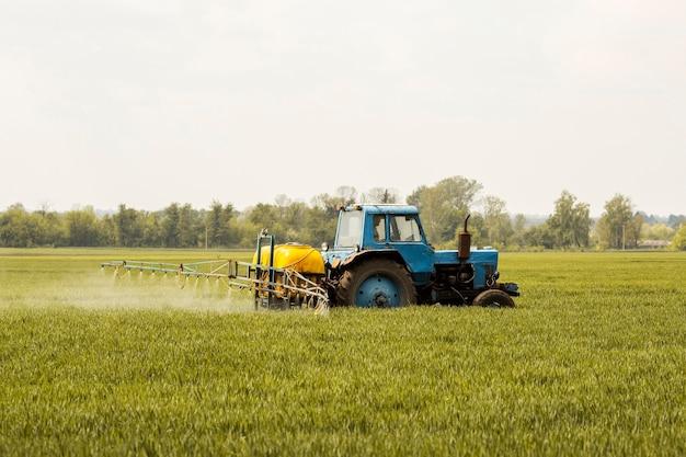 Ферма полевой пейзаж Premium Фотографии