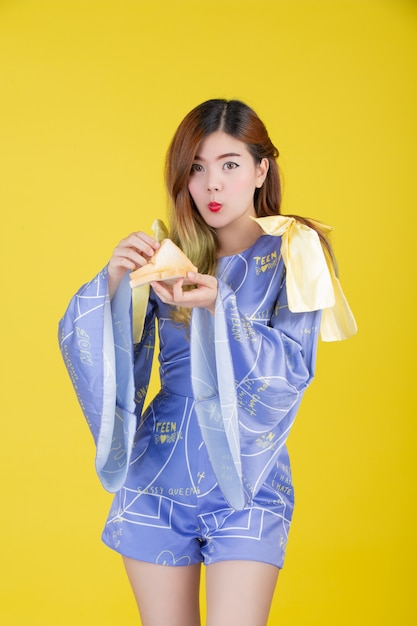 Fashion girl dress up with a hand gesture Free Photo