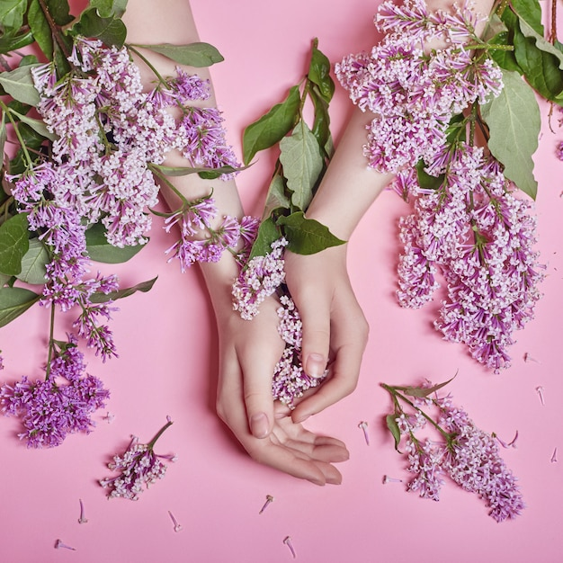 Fashion hand natural cosmetic women lilac flowers Premium Photo