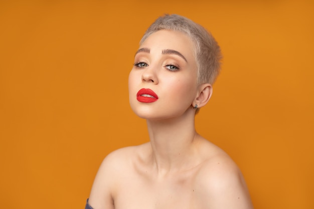Fashion portrait woman with short hair red lips and naked shoulders Premium Photo