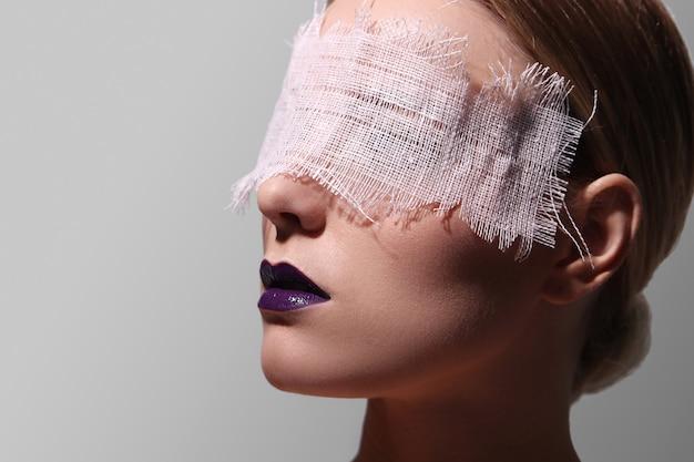 Fashion portrait of a woman Free Photo