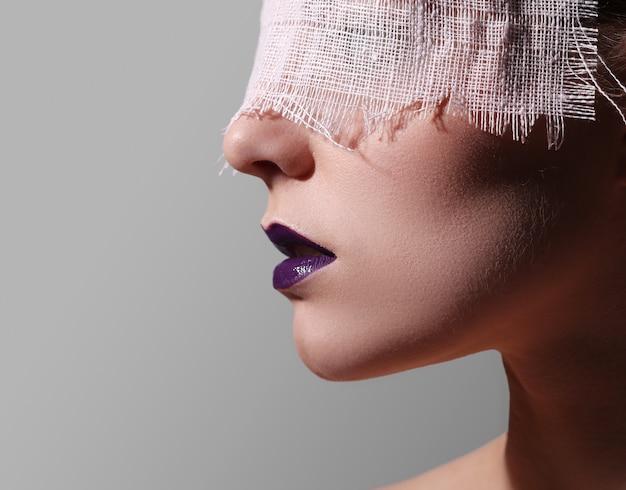 Labbra viola alla moda Foto Gratuite
