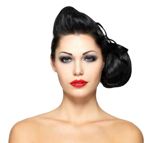 뷰티 헤어 스타일과 빨간 립스틱 패션 여자 무료 사진