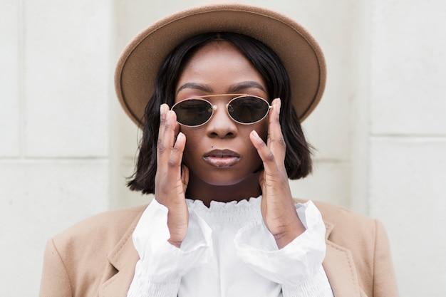 Fashionable woman wearing sunglasses Free Photo