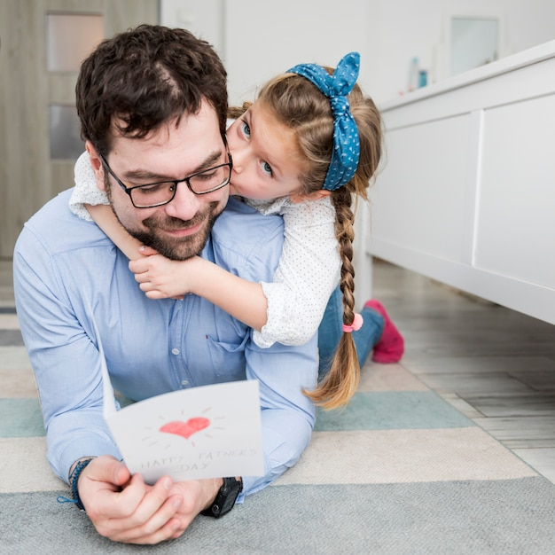 Father celebrating fathers day with his daughter Free Photo