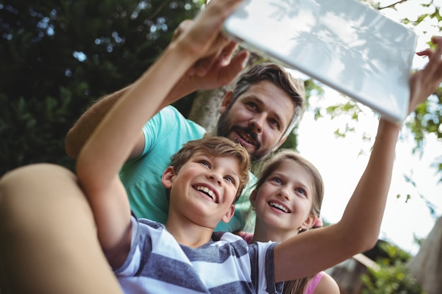Father and kids taking a selfie with digital tablet Premium Photo