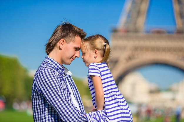 Father and little girl in paris eiffel tower. Premium Photo
