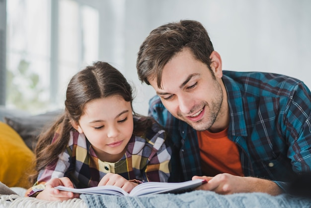 Fathers day concept with father and daughter reading Free Photo