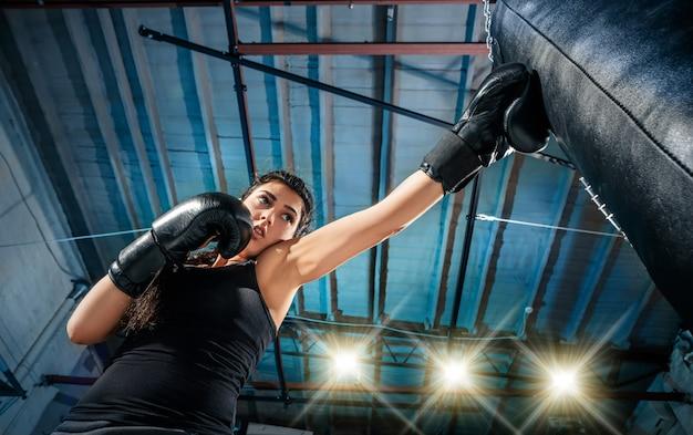 Feale боксер практикующих Бесплатные Фотографии