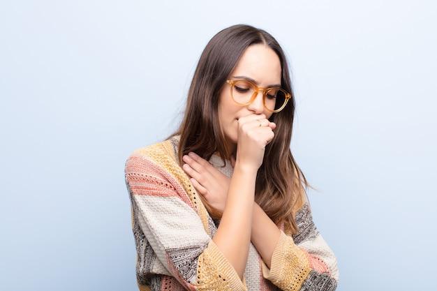 Чувствую себя больным с ангиной и симптомами гриппа, кашлем с закрытым ртом Premium Фотографии