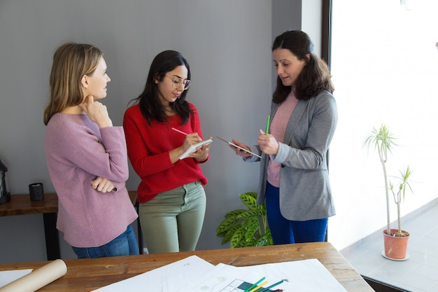 Female architects working and discussing issues Free Photo