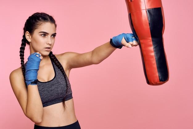 女性アスリートボクサーがトレーニング Premium写真