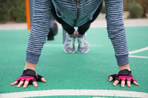 Female athlete doing push ups Free Photo
