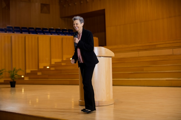 Female business executive giving a speech Free Photo