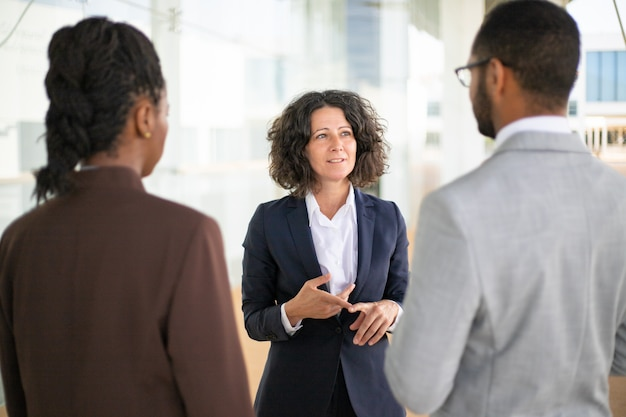 Female business leader instructing her team Free Photo