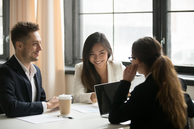 Female ceo talking with colleagues in office Free Photo