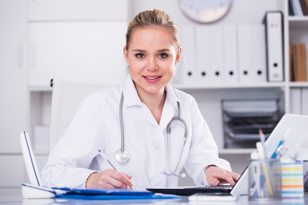 Female doctor in medical office Free Photo