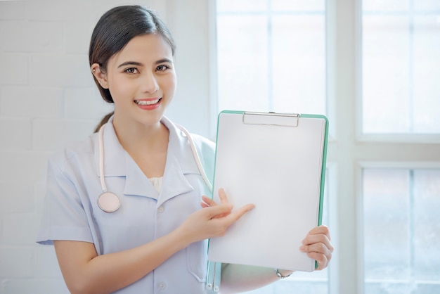 Female doctor showing clipboard with copyspace. Premium Photo