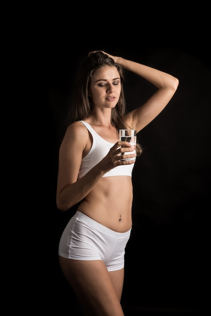 Female fitness model holding a water glass Free Photo