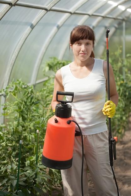 Female gardener 1398 762