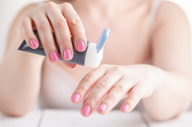 Female hand in process of apply cream Premium Photo