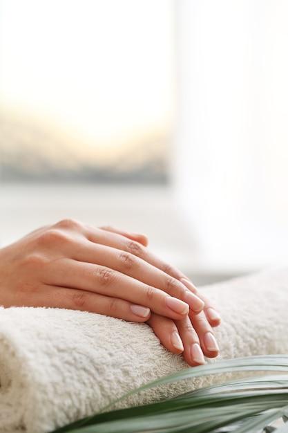 Женские руки. понятие маникюра Бесплатные Фотографии