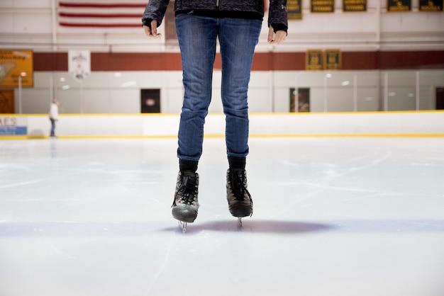 Pattinaggio su ghiaccio femminile Foto Gratuite