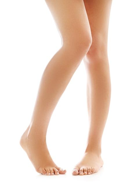 Женские ножки и босые ступни. концепция ухода за кожей и педикюра Бесплатные Фотографии