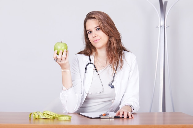 Female nutritionist working Premium Photo