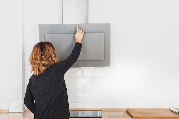 女性が開くキッチンフード 無料写真