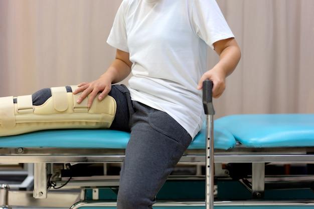 Female patient wearing knee support Premium Photo
