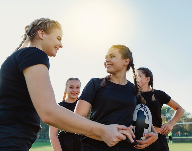 Female rugby players looking at each other Free Photo