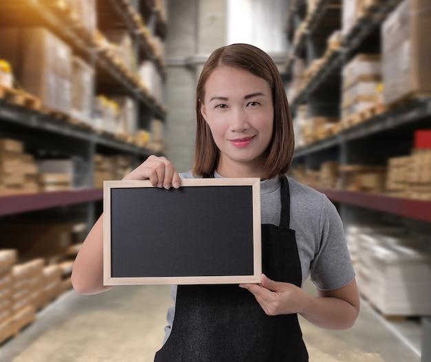 Female staff holding chalkboard Premium Photo