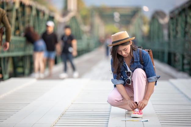 Female tourist tied the shoe rope Free Photo