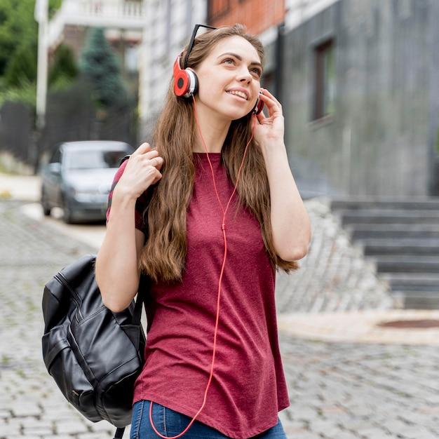 Женщина с наушниками портрет Бесплатные Фотографии