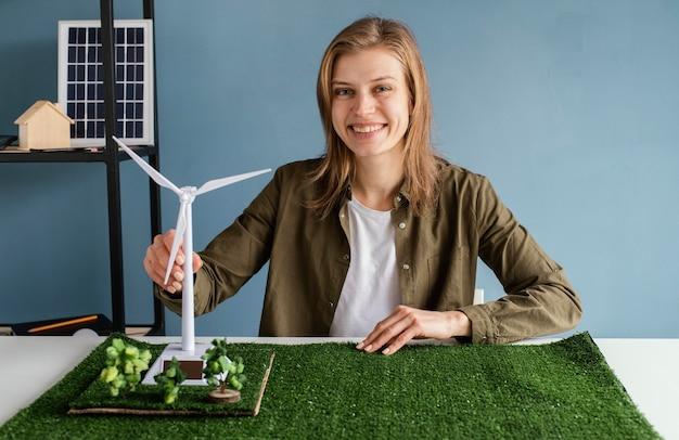 Женщины, работающие в экологических проектах Premium Фотографии