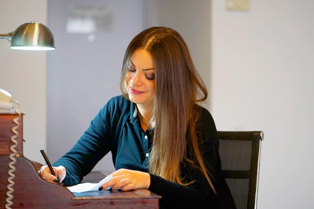 A female writing a letter Premium Photo