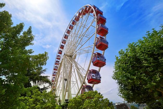 Ferris wheel in geneva geneve of switzerland Premium Photo